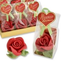 Gr. rose rouge en pâte d'amandes, dans sachet cellophane et carton